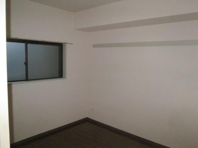 ロイヤル二俣川C棟 304号室のリビング