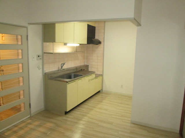 ロイヤル二俣川C棟 304号室のキッチン