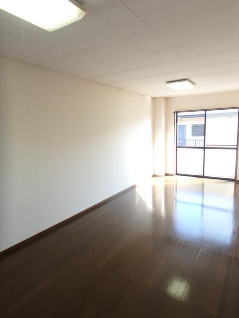 エディフィスⅠ・ⅡⅠ 201号室のリビング