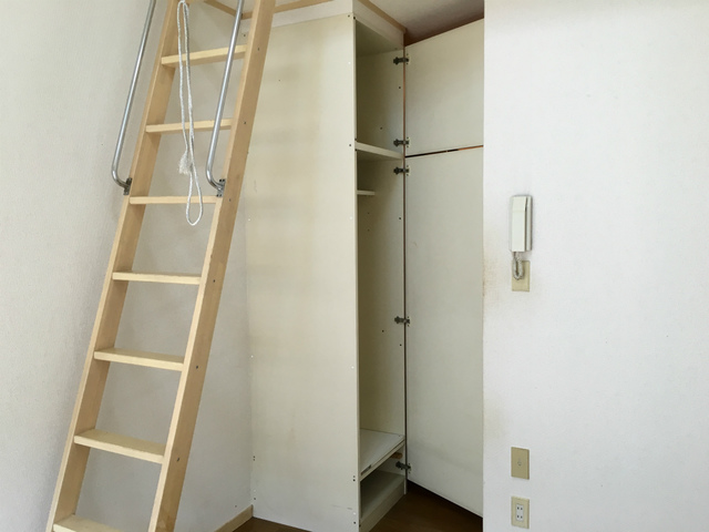 ピュアハウス松ケ丘二番館 205号室の収納