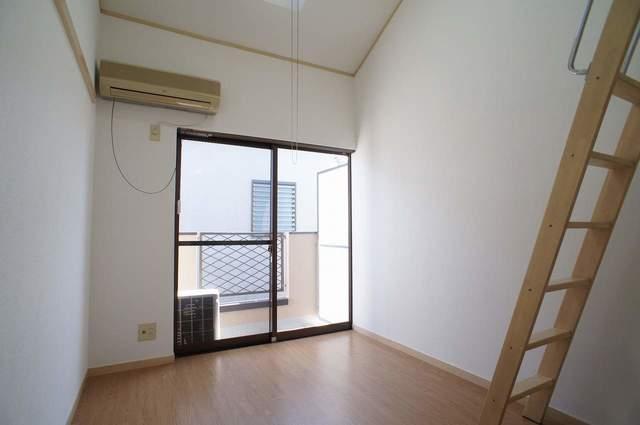 ピュアハウス松ケ丘二番館 205号室のバルコニー