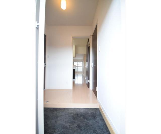 メゾン グランジュテ 203号室の玄関