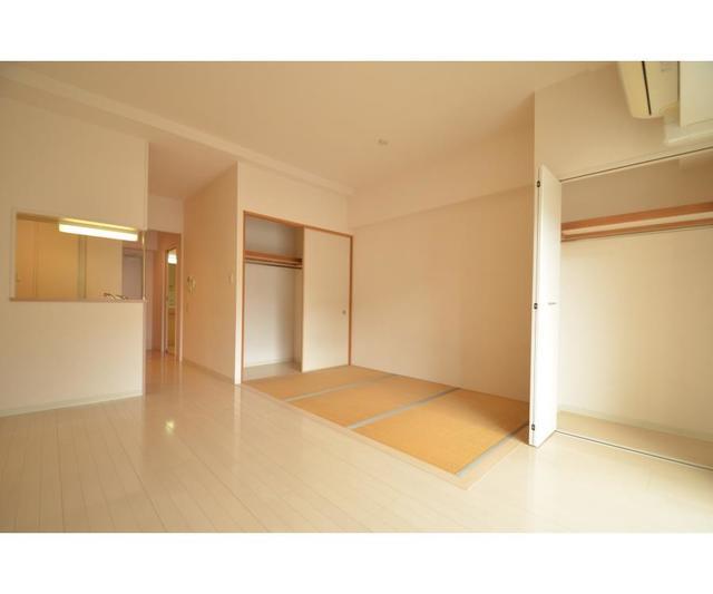 ロハス江坂 207号室のリビング