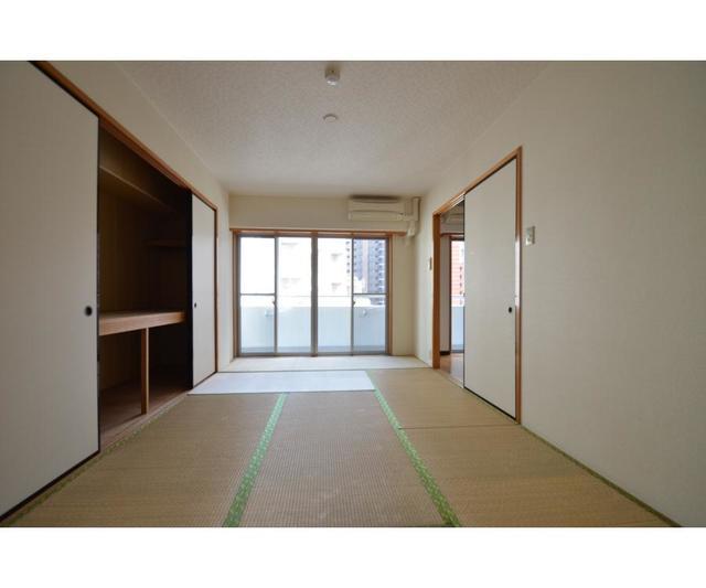エムティビル 402号室の居室