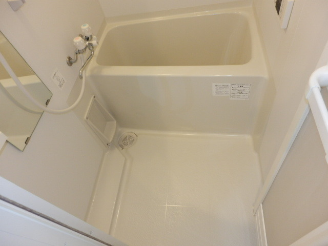 リヴェール下永谷 102号室の風呂
