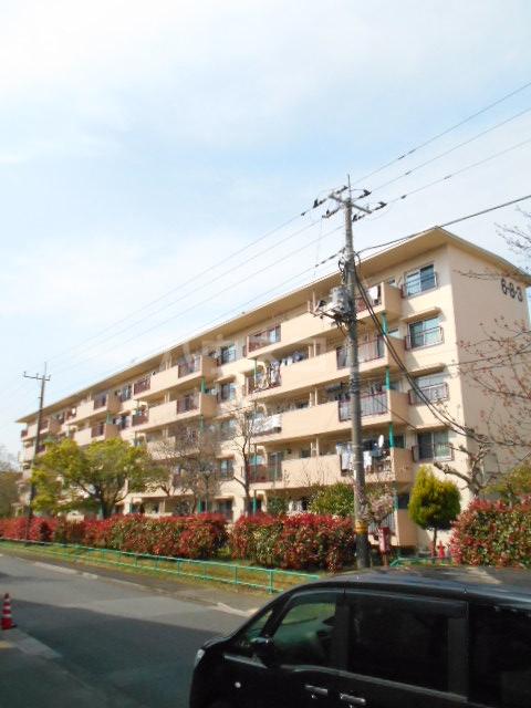 鶴川6丁目団地8-3号棟外観写真