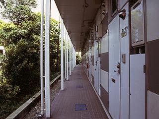 レオパレスラピス城南 108号室の玄関