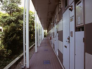 レオパレスラピス城南 108号室のエントランス