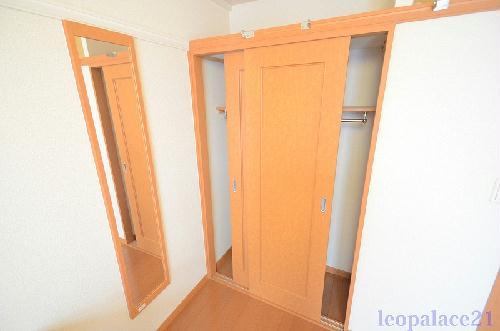 レオパレスマーレリリ 201号室の収納