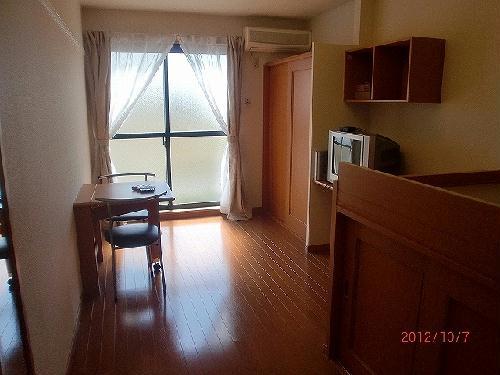 レオパレスリバーサイド室町 105号室のベッドルーム