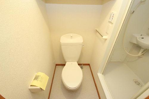 レオパレスリバーサイド室町 202号室のトイレ