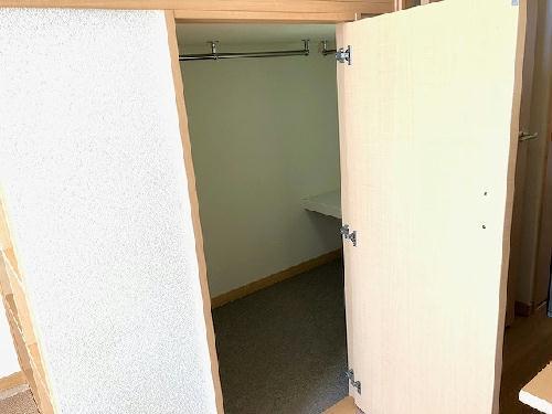 レオパレスピーコック 203号室の収納