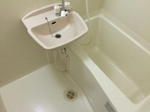 レオパレスピーコック 203号室の風呂
