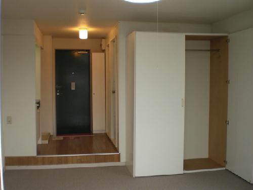 レオパレスシュラインA 106号室のリビング