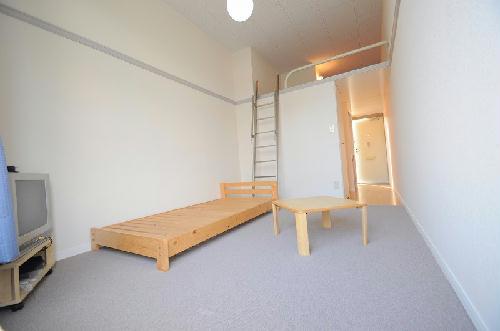 レオパレスフローラ 205号室のリビング