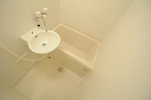 レオパレスアゼリア並河 203号室の風呂