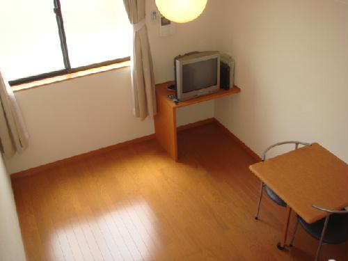 レオパレス富士 313号室のリビング