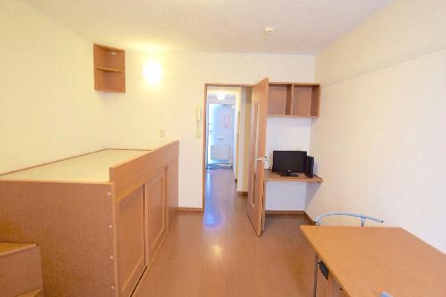 レオパレスユキコーポ77 105号室のリビング