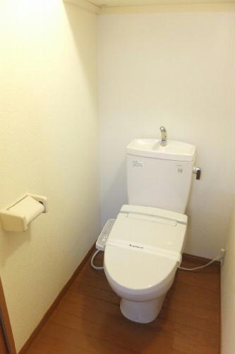 レオパレスユキコーポ77 208号室のトイレ