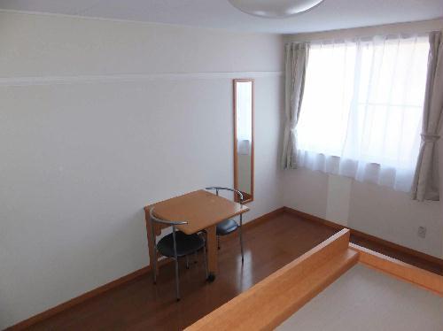 レオパレスフルールⅠ 108号室のリビング