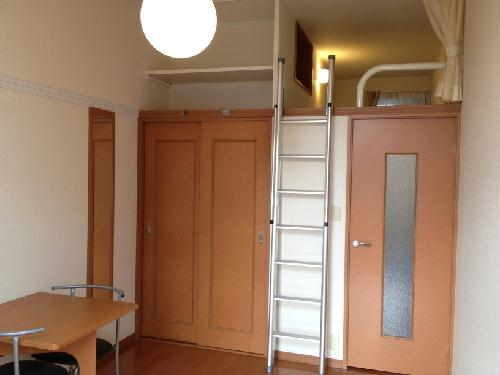 レオパレスラフェスタ 208号室のリビング