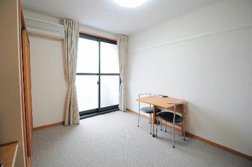 レオパレスアルモニ2番館 104号室のリビング