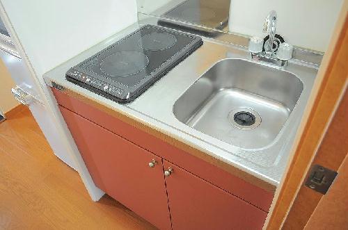 レオパレスアルモニ2番館 104号室のキッチン