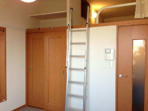 レオパレスバロンドール 103号室のリビング
