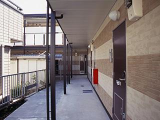 レオパレススアーブ 105号室の玄関