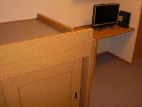 レオパレスエンボーダ 201号室のベッドルーム