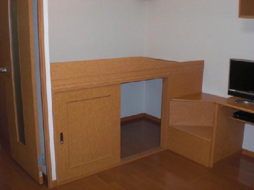 レオパレスマカービルシャナ 101号室のベッドルーム