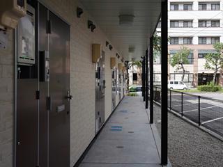 レオパレスマカービルシャナ 205号室の玄関