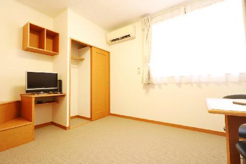 レオパレスアイリス 203号室のリビング