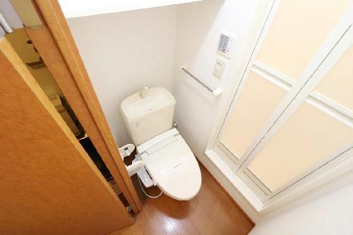 レオパレスアイリス 203号室のトイレ
