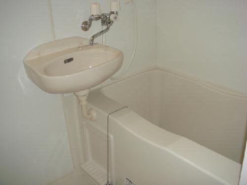レオパレス玉楽 303号室の風呂