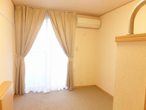 レオパレスアーバン 304号室のリビング
