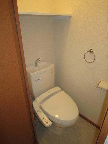 レオパレスルクソール 102号室のトイレ
