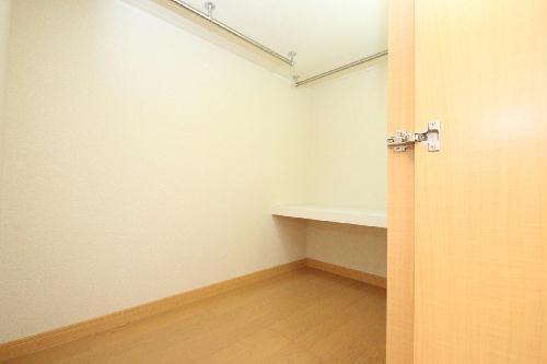 レオパレスやまと 208号室の収納