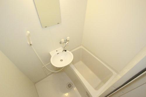 レオパレスやまと 208号室の風呂