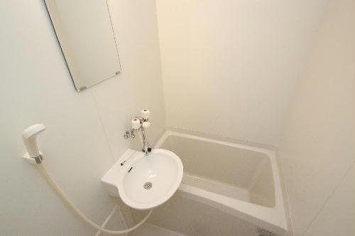 レオパレスKOZAKA8 211号室の風呂