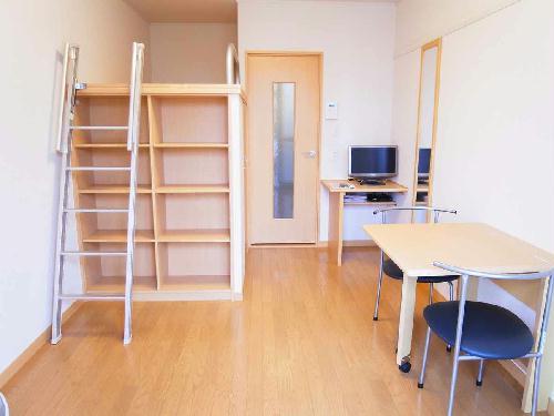 レオパレスサイレンスK 304号室のリビング