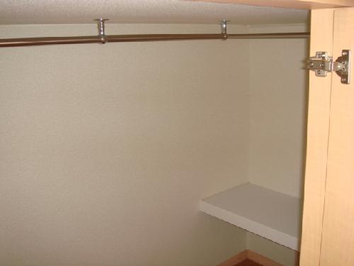 レオパレス水向 213号室の収納