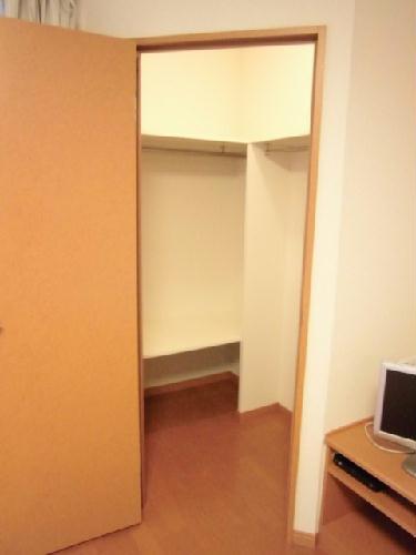 レオパレスKOMOTO足利 107号室の収納