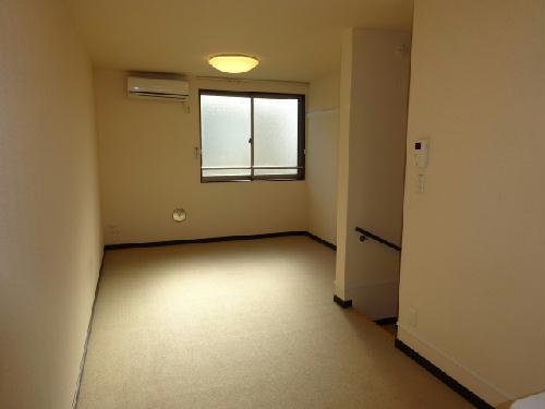 レオネクストウテナ 101号室のリビング