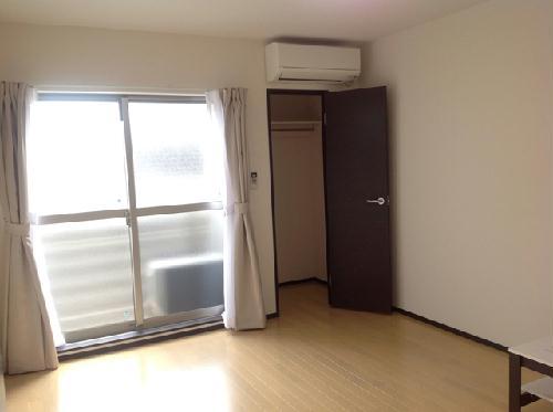 クレイノ寺津 204号室の居室