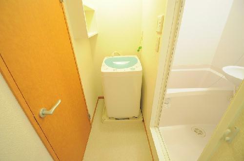 レオパレスドゥ ボワ 205号室の洗面所