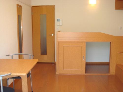 レオパレスドゥ ボワ 205号室のベッドルーム