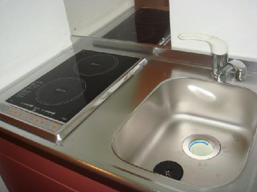 レオパレスドゥ ボワ 205号室のキッチン