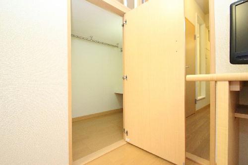 レオパレスROSE 105号室の収納