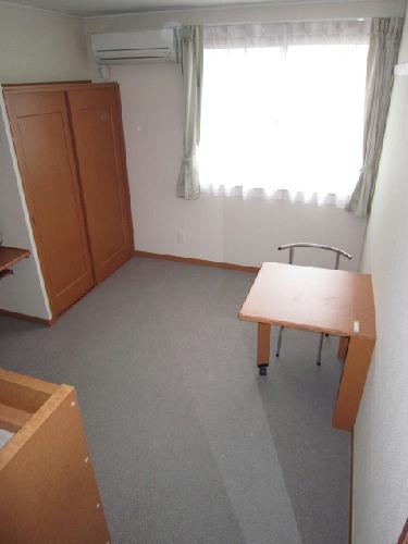 レオパレスグリュ 202号室のベッドルーム